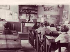 ECOLE 03 05 1946